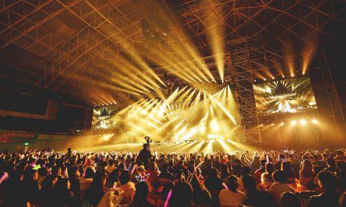 audience-band-celebration