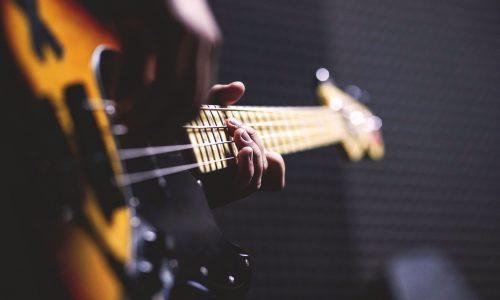 bass-guitar-chord-close-up-96380